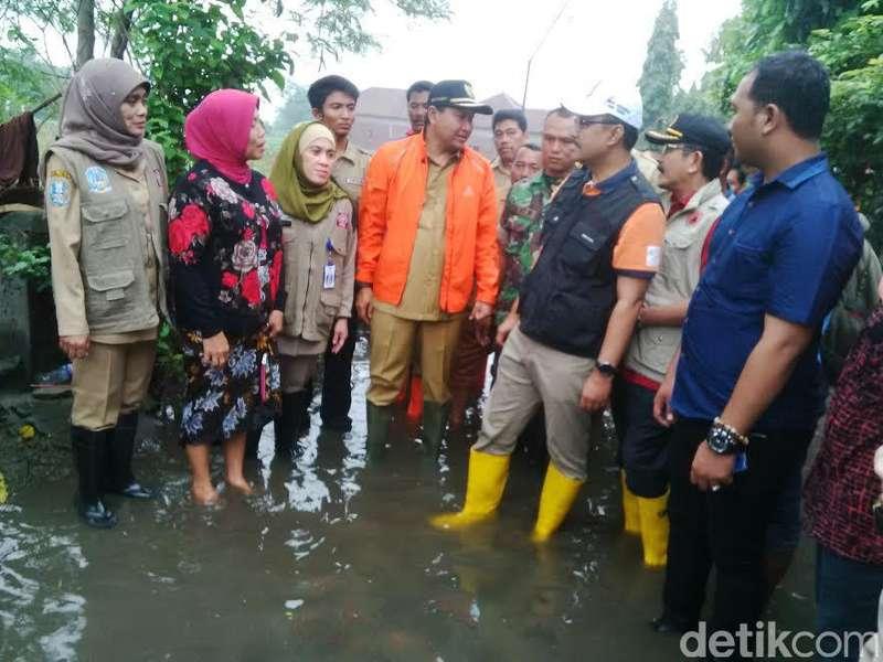 Korban Banjir Curhat Pencemaran Limbah Pabrik ke Wagub Jatim