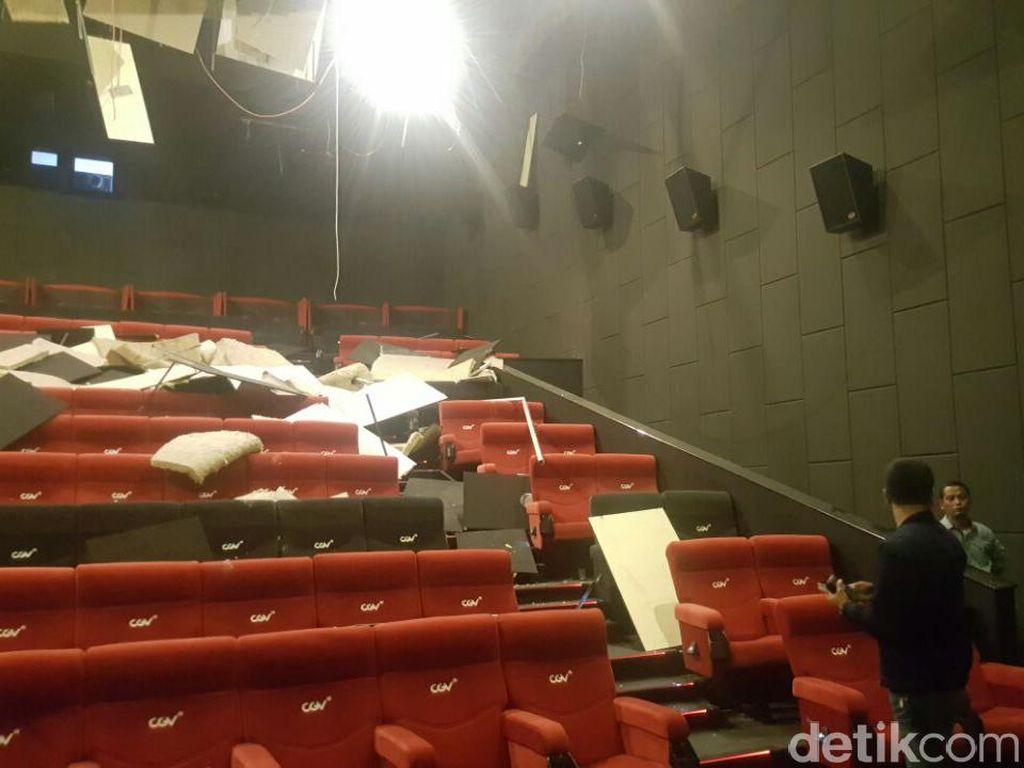 Langit-langit Bioskop Focal Point Mal di Medan Runtuh Pasca Gempa