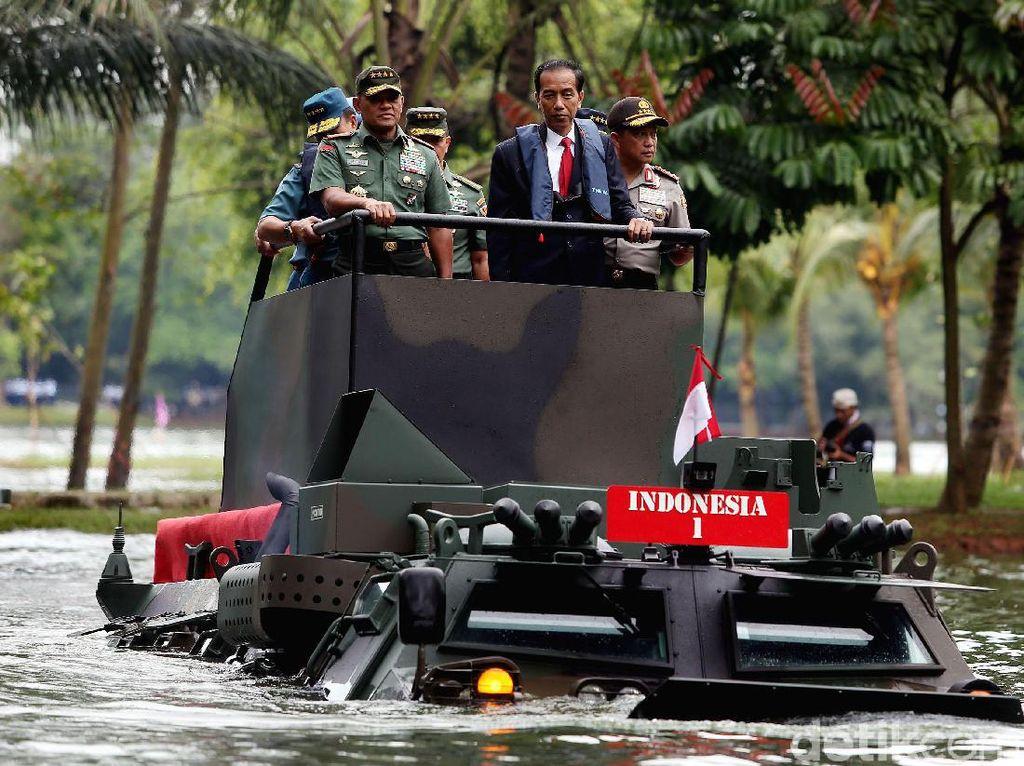 Presiden Jokowi Jajal Naik Anoa