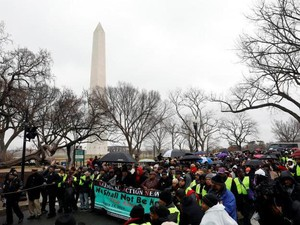 Sejumlah Kelompok Berdemo di Washington Tolak Pelantikan Trump