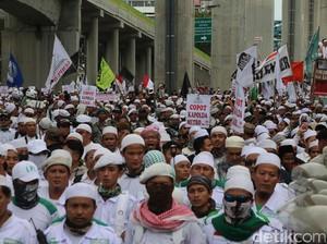 Diduga Sakit Jantung, Seorang Peserta Aksi Demo FPI Pingsan