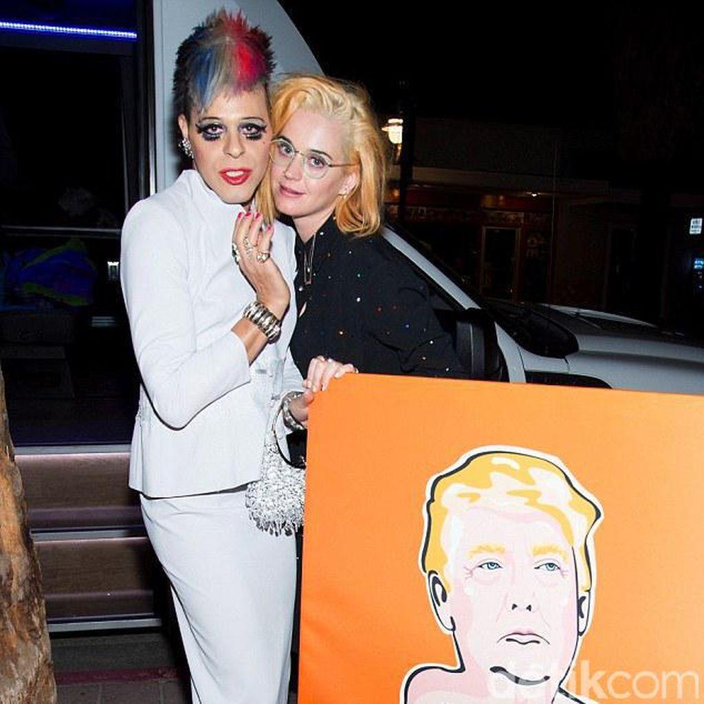 Beri Kejutan untuk Orlando Bloom, Katy Perry Tampil Blonde