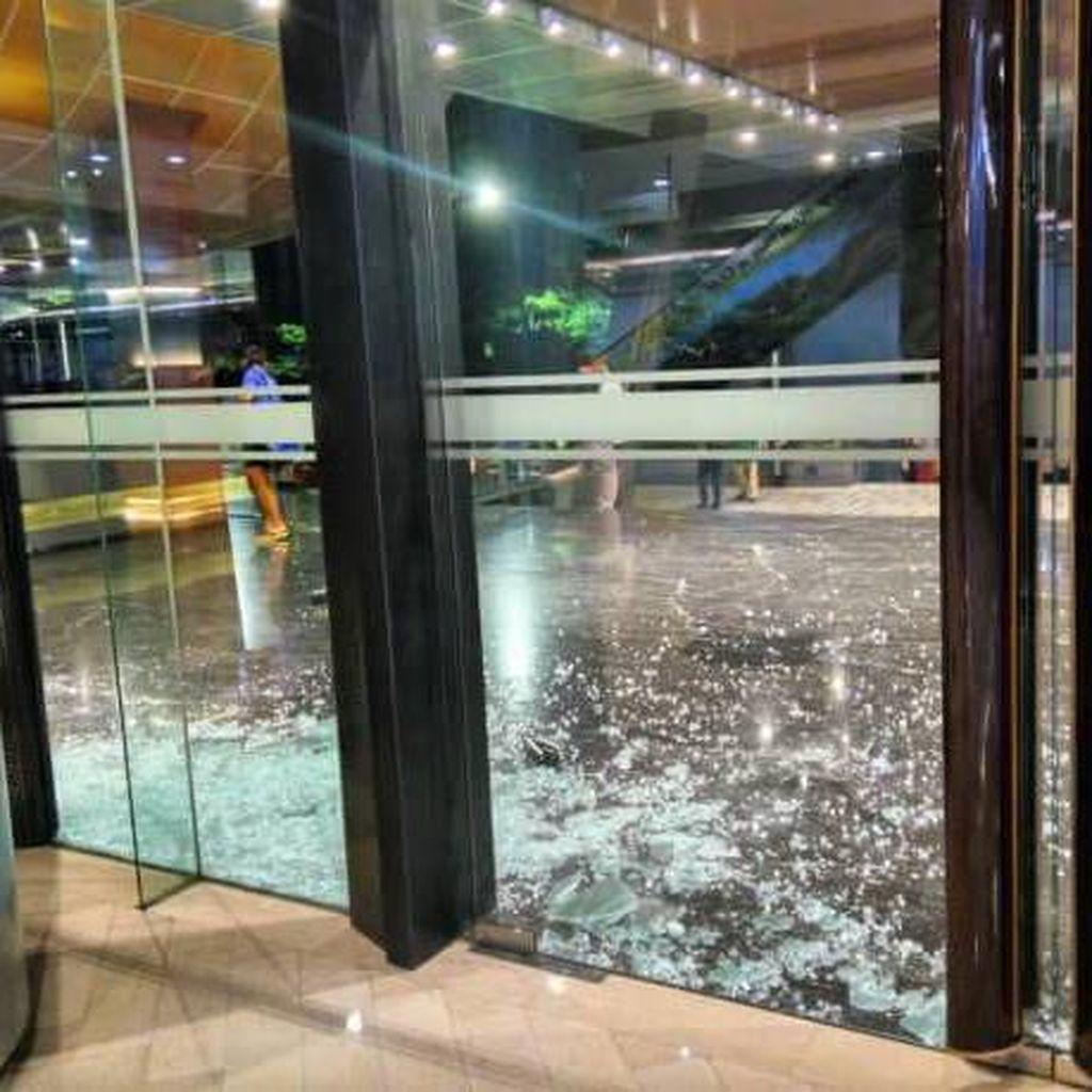 Gempa 5,6 SR Akibatkan Kaca Mal di Deli Serdang Pecah