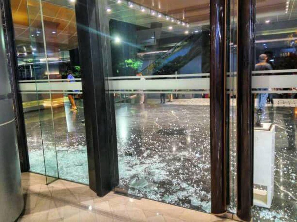 Gempa Deli Serdang Akibatkan Kaca Mal di Medan Pecah