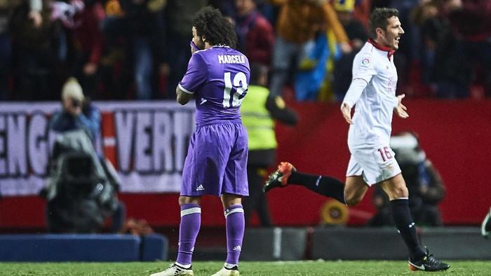 Real Madrid saat kalah di markas Sevilla bulan Januari lalu (Foto: Aitor Alcalde/Getty Images)