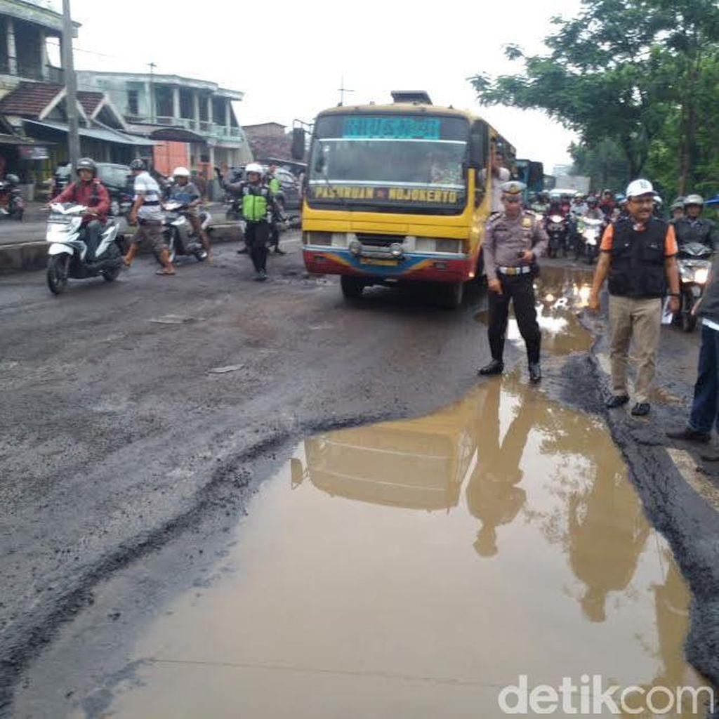 Wagub Jatim Minta Pemerintah Pusat Segera Perbaiki Jalan Rusak