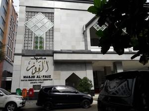 Telisik Korupsi, Petugas Polisi Ketuk-ketuk Pilar Masjid Al Fauz