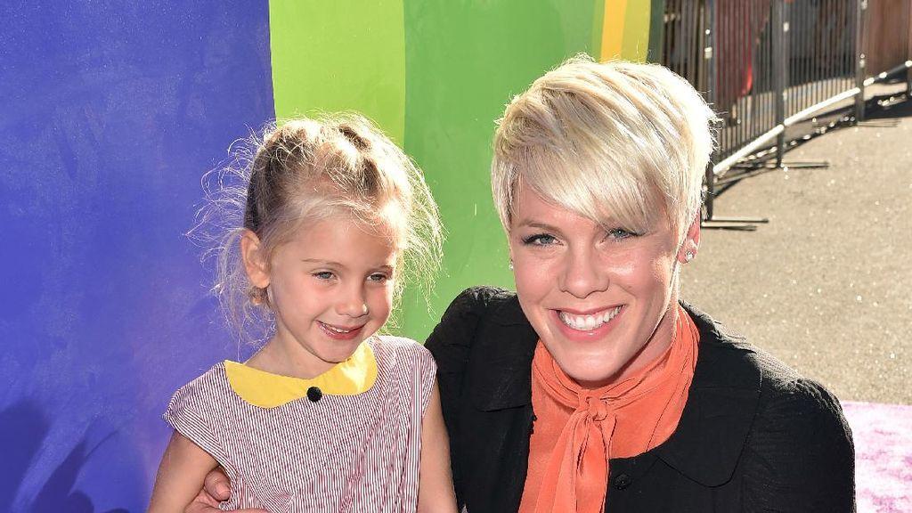 So Sweet! Pink Gelar Pesta untuk Putrinya Karena Punya Adik Baru