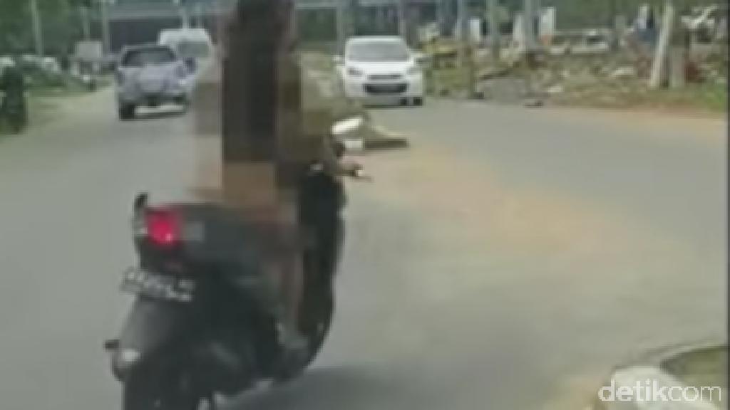 Dona Pemotor Bugil Hanya Tertawa Saat Diperiksa Polisi