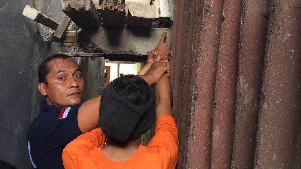 Polisi Temukan Gunting yang Dipakai MA Bunuh Tomi di Cilincing