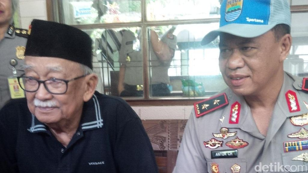 Kapolda Jabar Kunjungi Mang Ihin Bicara Soal Keamanan Jabar