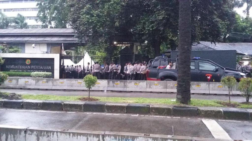 Jelang Sidang Ahok, Polisi Sudah Berjaga di Depan Kementan