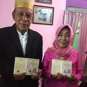 Viral, Wanita di NTB Ini Menikah Pertama Kali di Usia 71 Tahun