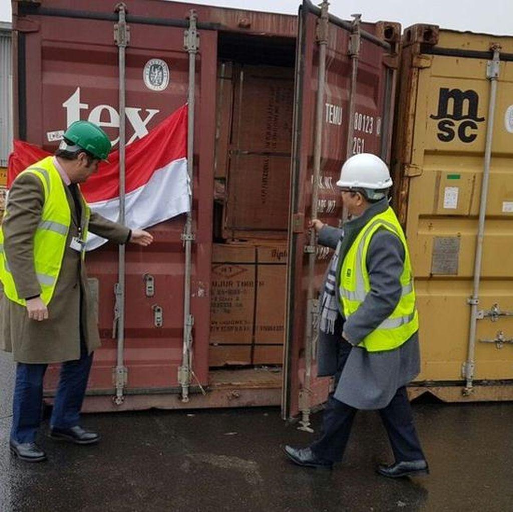 Kayu Indonesia Pertama Berlisensi Tiba di Inggris