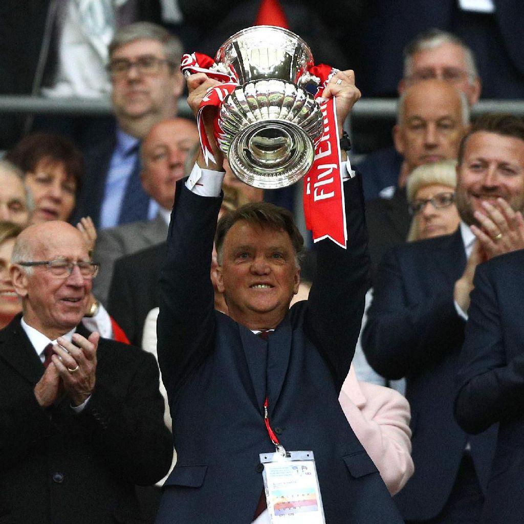 Pernah Juara Liga Champions, tapi Van Gaal Anggap Piala FA Gelar Terbesarnya