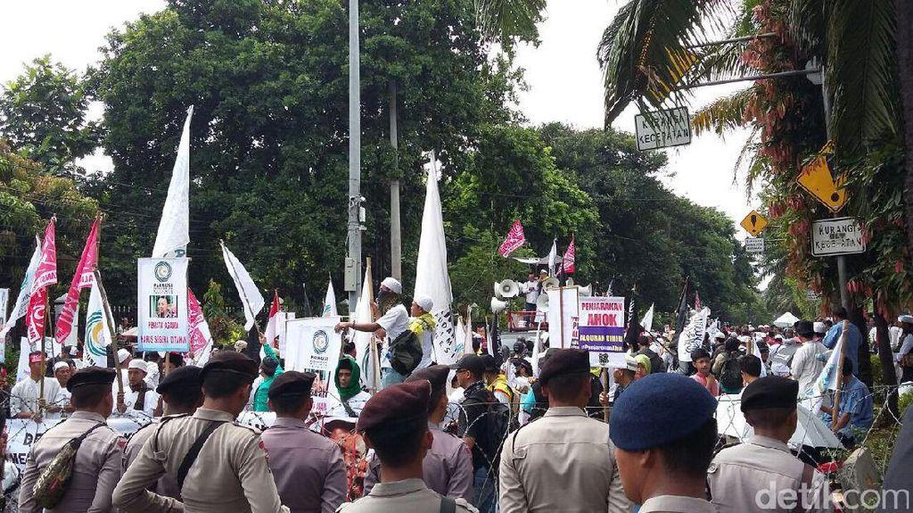 Aksi Massa Pro-Kontra Pengawal Sidang Ahok: Joget hingga Orasi
