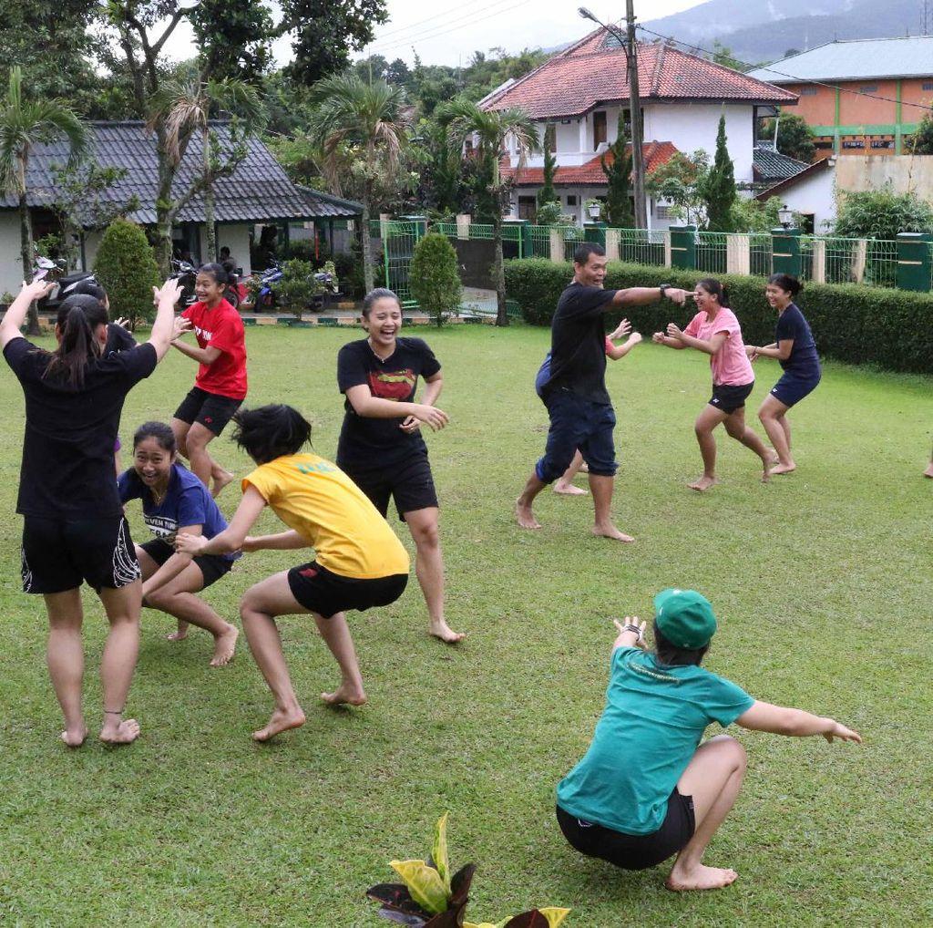 Ketika Pasukan Ganda Putri Pelatnas PBSI Asah Kebersamaan di Bogor