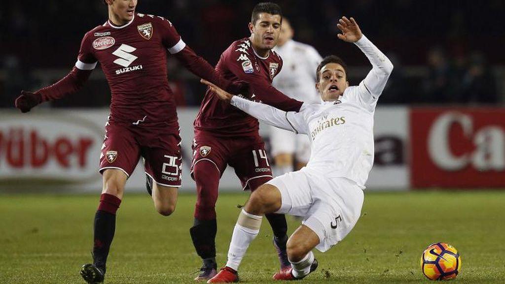 Sempat Tertinggal Dua Gol, Milan Imbangi Torino 2-2