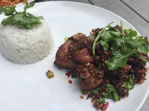 Plate by Plate: Gurih Enak Ayam Goreng Berbumbu Rempah Ada di Sini