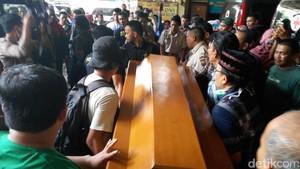 Jasad Rafika yang Dibunuh di Gowa Diambil Keluarganya