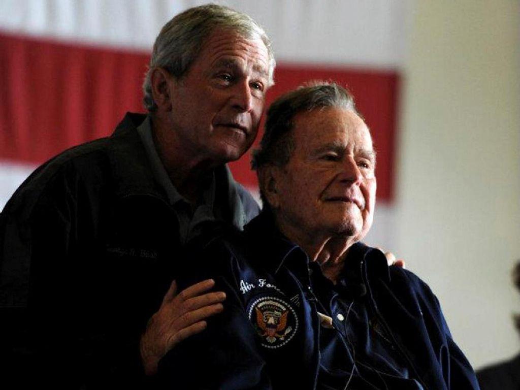Trump Puji Kepemimpinan Bush Senior Selama Masa Perang DIngin