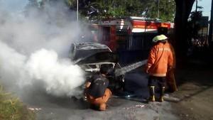 Korsleting, Taksi Terbakar di Dekat Gerbang Tol Bintara Bekasi