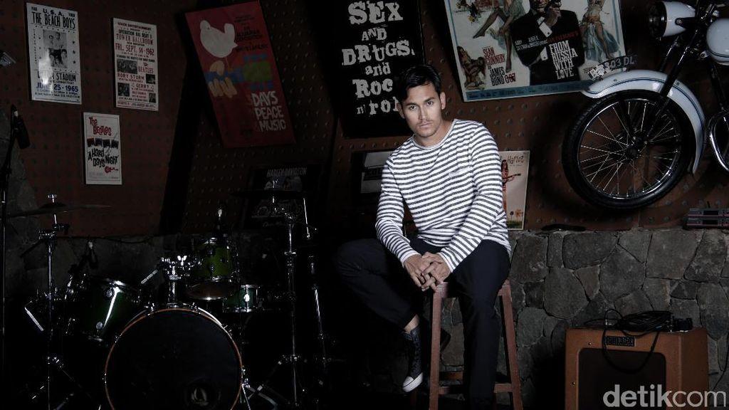 Biasa Stripping, Arifin Putra Mudah Improvisasi dalam Berakting