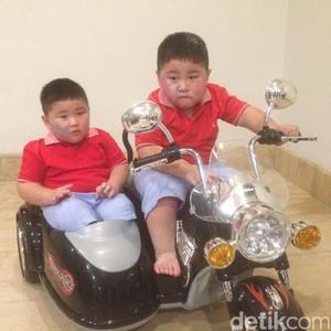 Lebih Dekat dengan Kenneth dan Kenzo, si Kembar yang Jadi Viral