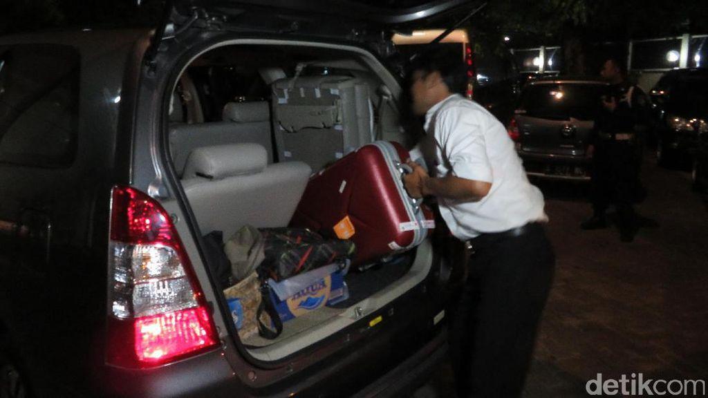 KPK Amankan Satu Koper yang Diduga Hasil Penggeledahan