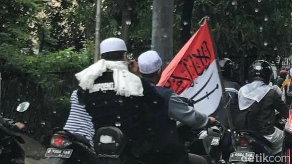 Polisi Cek Kebenaran Foto Bendera RI Bertuliskan Arab Dibawa Ormas