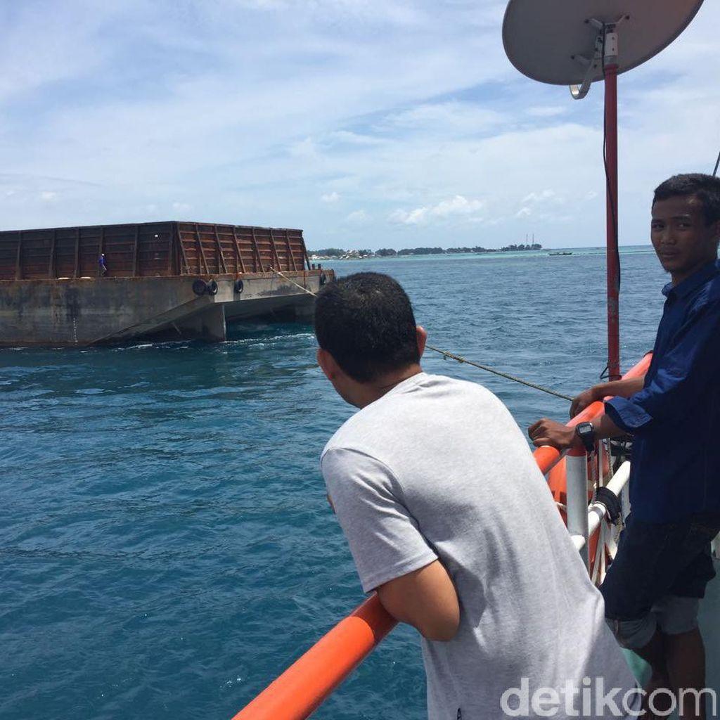 Bupati Kepulauan Seribu Ancam Somasi Pemilik Kapal Tongkang Kandas