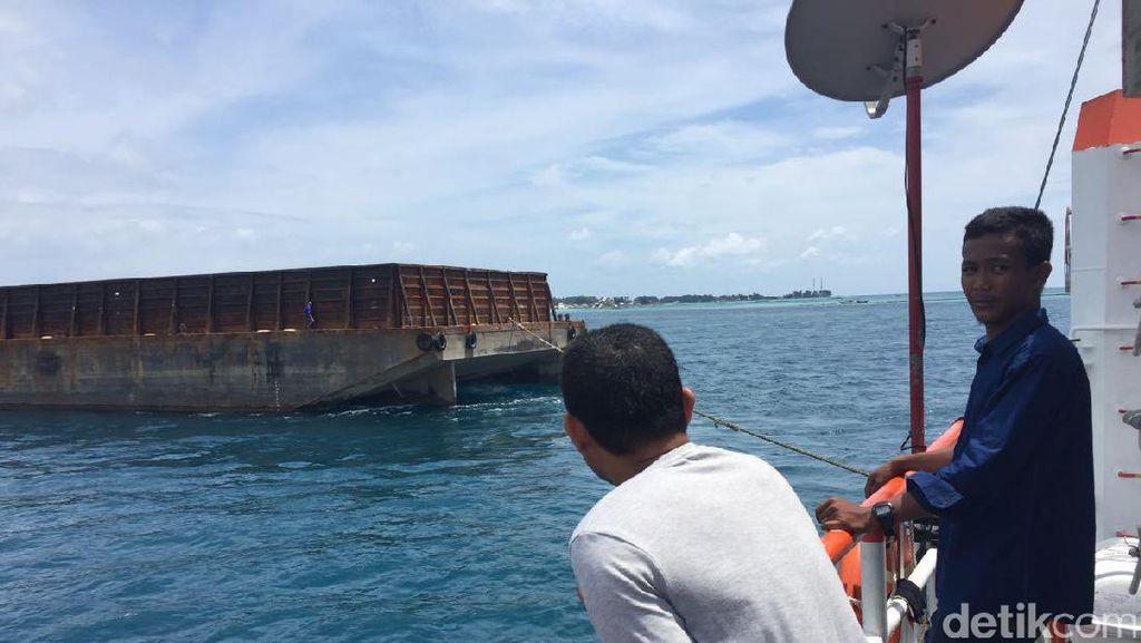 Kapal Tongkang yang Kandas di Kepulauan Seribu Robohkan Mercusuar