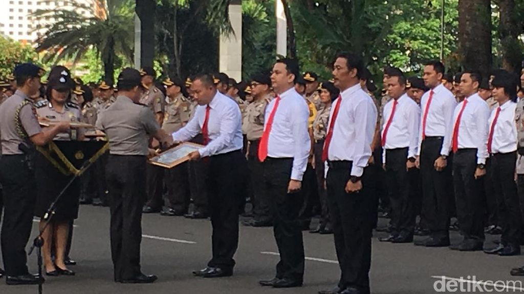 Kapolri Beri Penghargaan 87 Polisi yang Ungkap Perampokan Pulomas