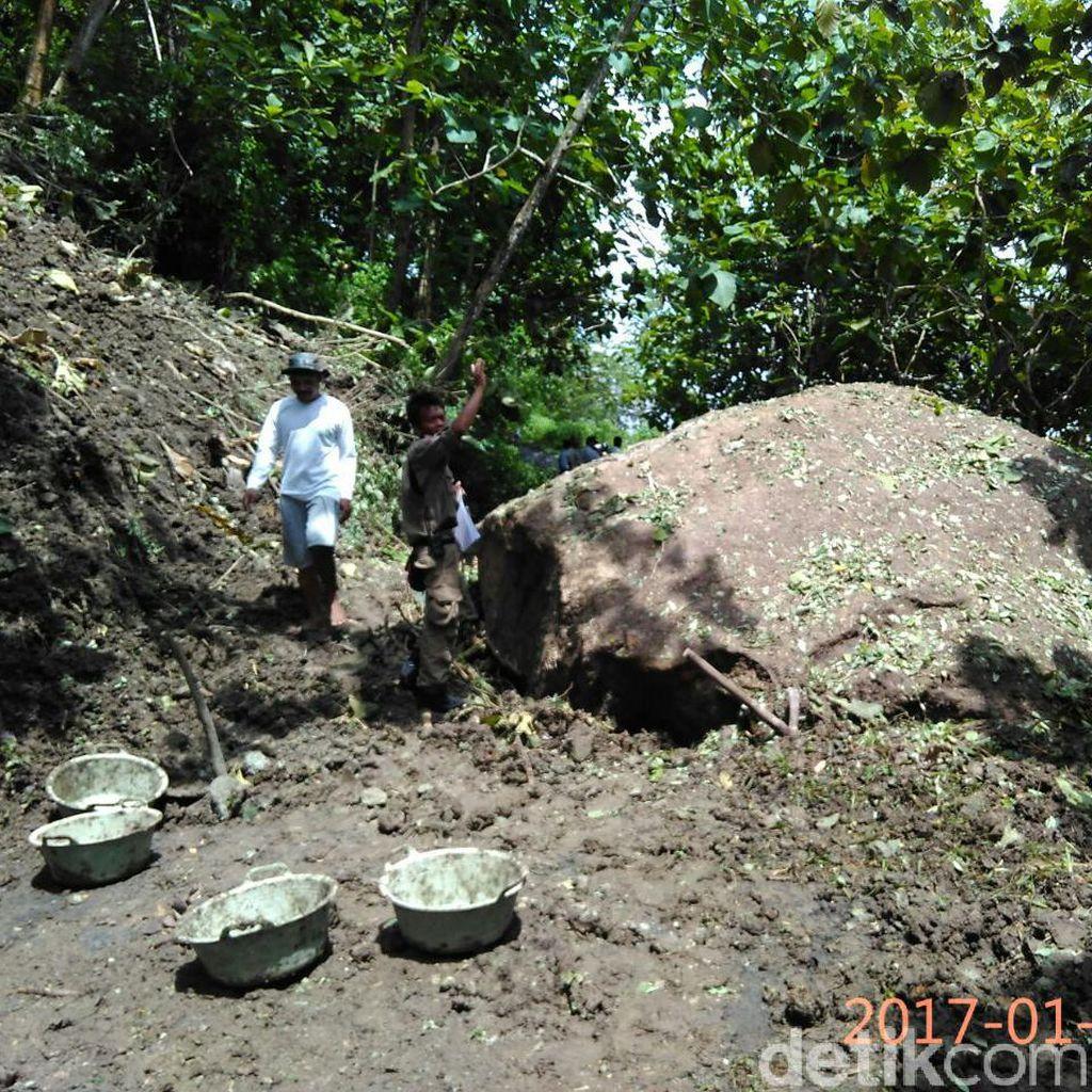 Batu Besar Longsor, Akses Dua Desa di Sleman Terputus