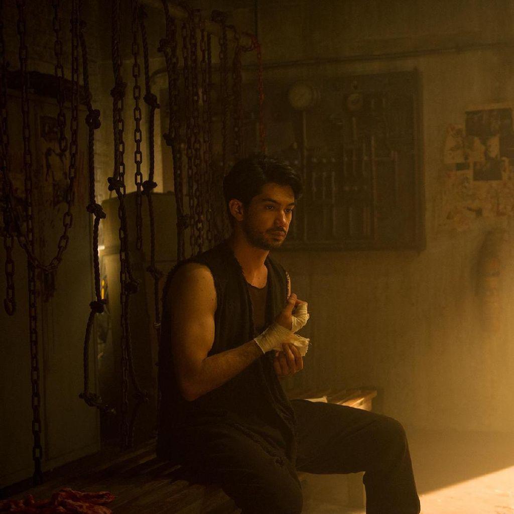 Main di Halfworlds Musim Kedua, Akting Reza Rahadian dan Arifin Putra Dipuji