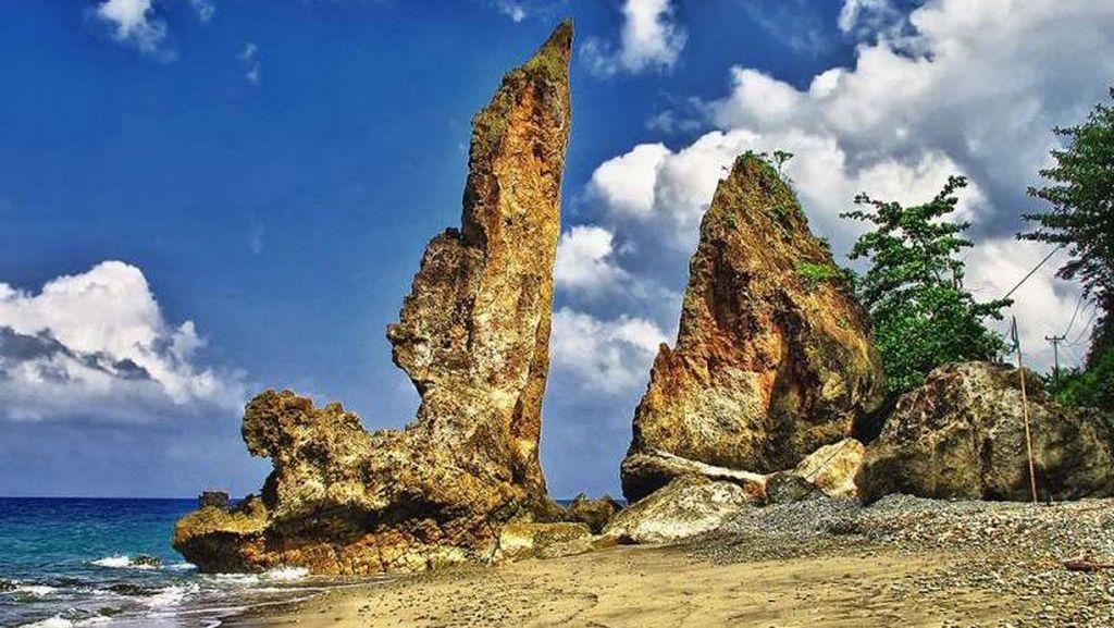 Batu Layar yang Unik di Ambon