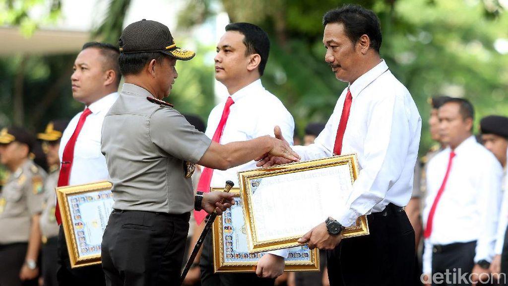 Polisi yang Ungkap Perampokan Pulomas Terima Penghargaan