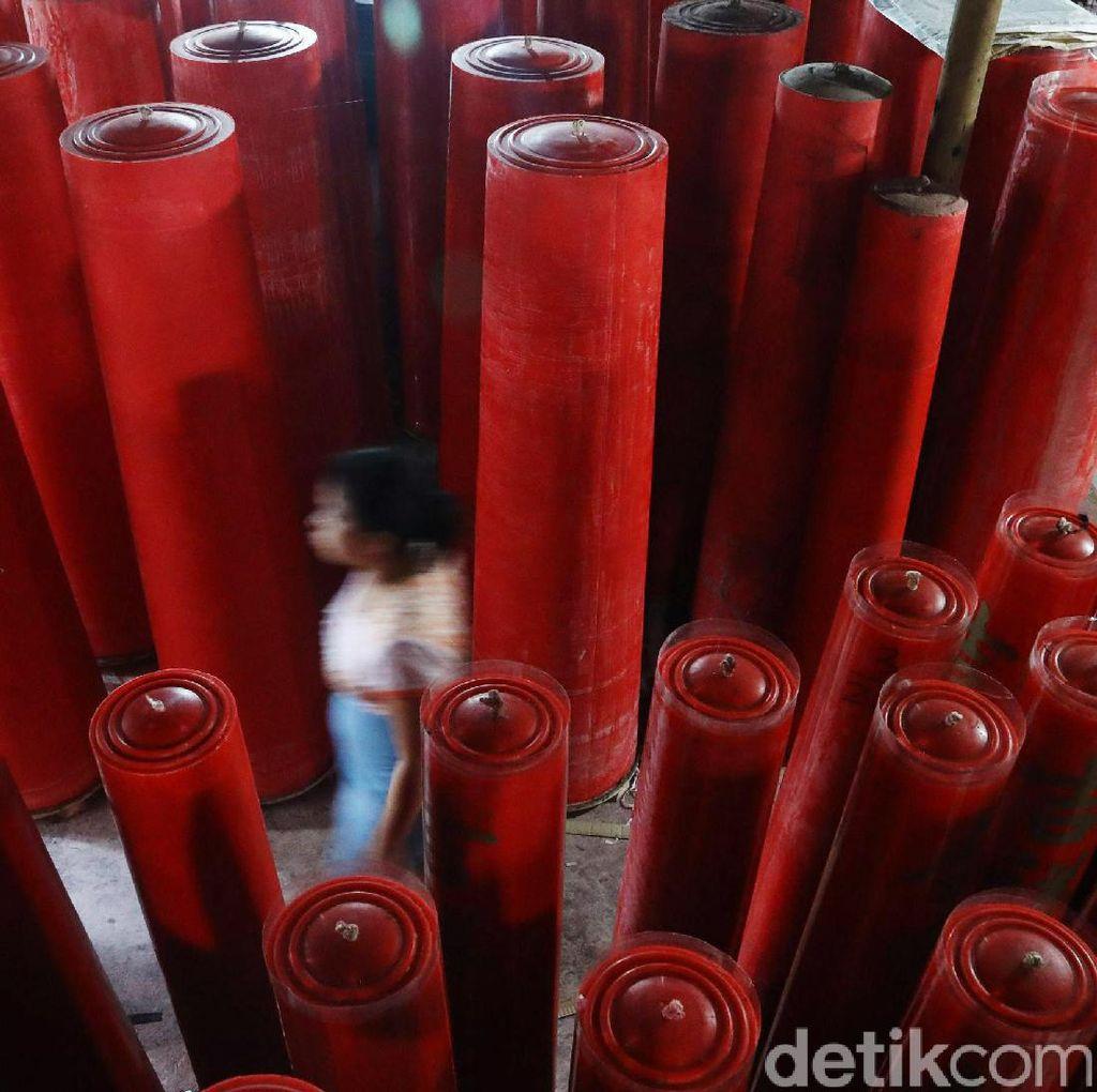 Produksi Lilin Jelang Imlek Meningkat Tajam