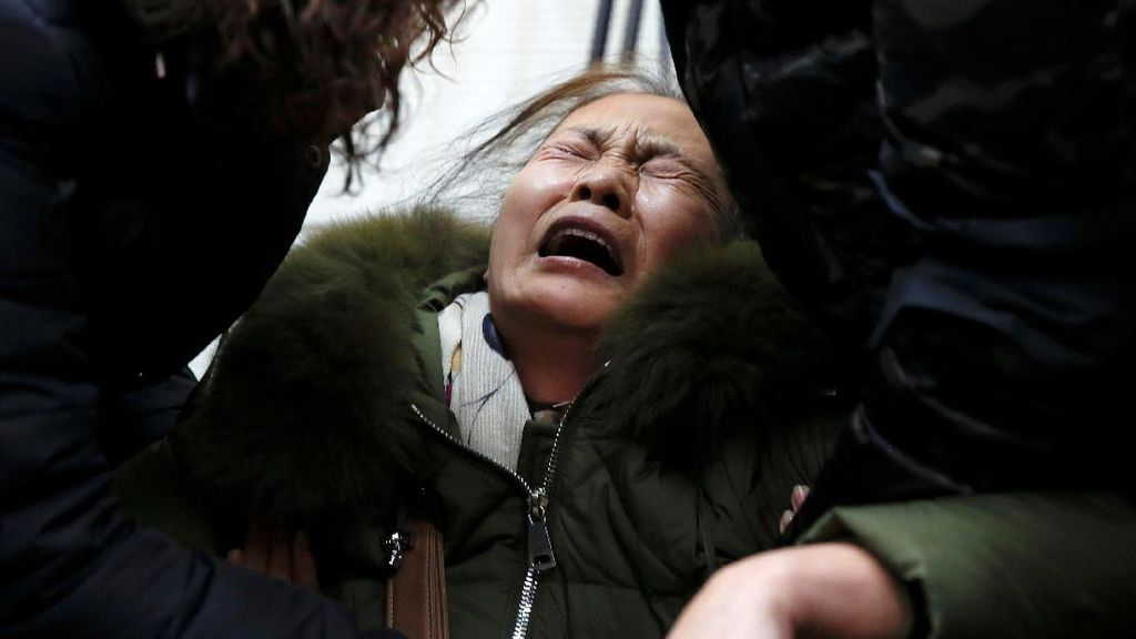 Pencarian Dihentikan, Keluarga Korban MH370 Menangis Histeris