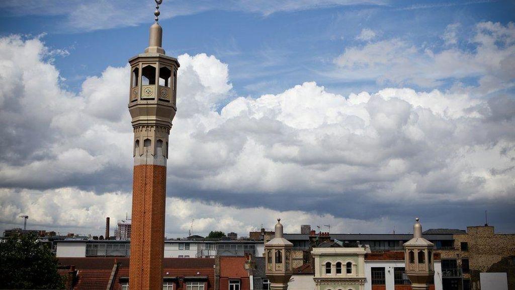 Alat Canggih Bantu Masjid di Inggris Sepakati Waktu Subuh