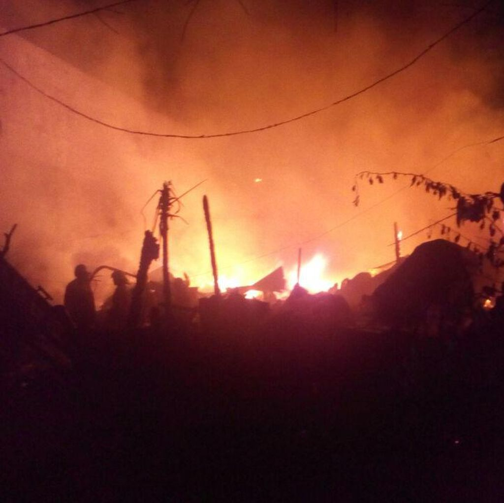 Tak Hanya Lapak, Kebakaran di Kebon Jeruk Juga Hanguskan 6 Rumah