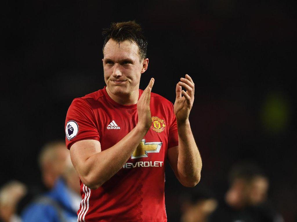 Phil Jones Harusnya Bisa Jadi Bek Terbaik Manchester United