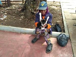 Cerita Nenek Tinah Eks Pasukan Oranye Luntang-lantung di Senayan