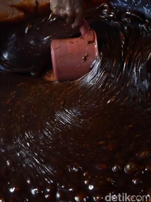 Jelang Imlek, Permintaan Dodol & Kue Ranjang Meningkat