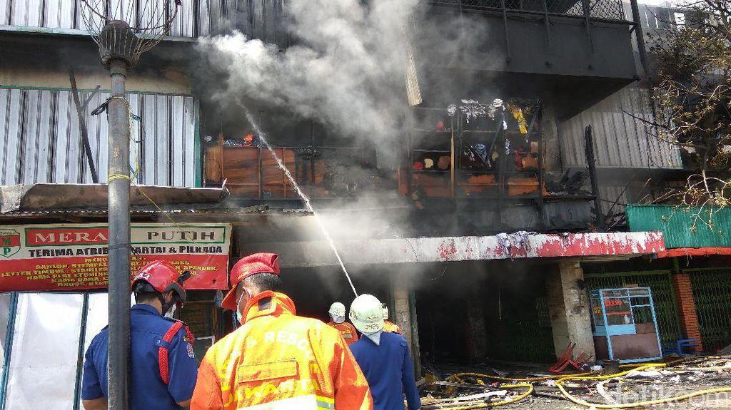 9 Jam Berlalu, Kebakaran Pasar Senen Belum Padam