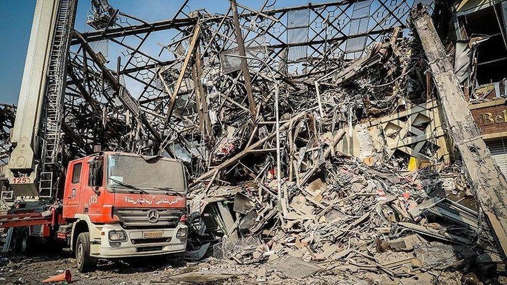 Gedung Runtuh di Iran, Lebih dari 20 Pemadam Kebakaran Tewas
