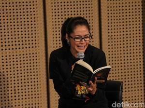 Diajak Main Puisi Teatrikal, Maudy Koesnaedi: Saya <i>Tuh</i> Penikmat Puisi!
