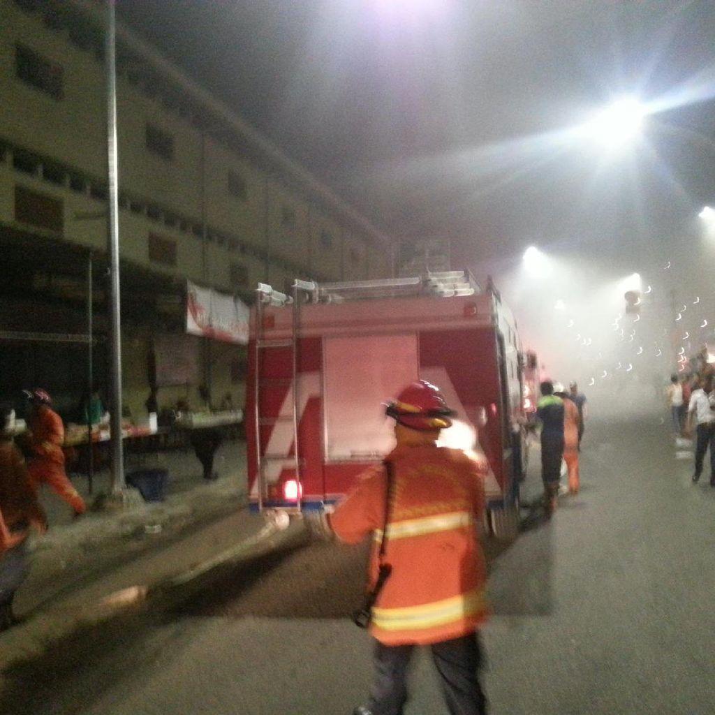 Kios di Pasar Senen Terbakar, 17 Unit Damkar Dikerahkan