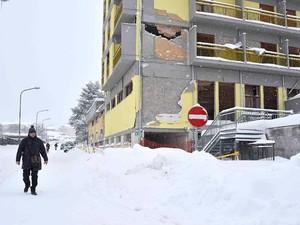 Akibat Gempa Italia, 20 Orang Terperangkap di Hotel
