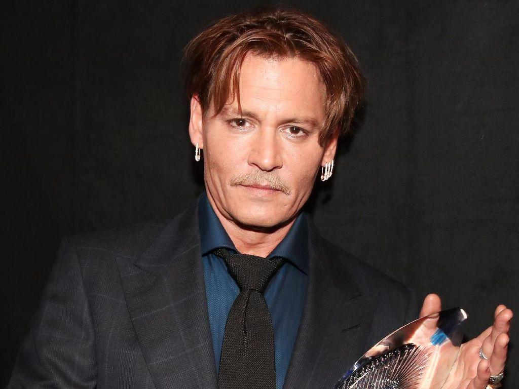 Johnny Depp Raih Favorite Movie Icon